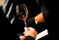 Aprenda a degustar um bom vinho em 5 passos.