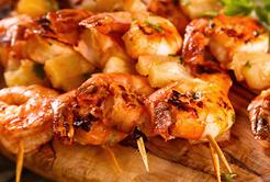 Espetos de camarão, uma delícia