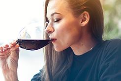 Descubra como saborear uma boa taça de vinho